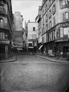 Rue de la Réale, une voie avalée par les Halles © Charles Marville / BHVP / Roger-Viollet