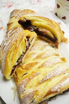 For a delicious weekend breakfast! Danish with jam and marzipan Delicious Cake Recipes, Yummy Cakes, Dessert Recipes, Yummy Food, Yummy Yummy, Novelty Birthday Cakes, How To Cook Ham, Puff Pastry Recipes, Baking Cupcakes