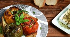 Greek stuffed vegetables with rice and ground meat by Greek chef Akis Petretzikis. A very popular, dleicious, traditional Greek recipe for stuffed vegetables! Gemista Recipe, Ground Meat Recipes, Roasted Vegetables, Greek Recipes, Easy Meals, Food And Drink, Vegetarian, Favorite Recipes, Yummy Food