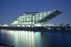 hamburg-hafen-docks-moderne-architektur