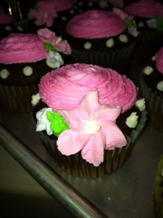 Chocolate cupcake with vanilla buttercream with a royal drop flower.