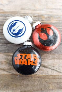 How to make Star Wars ornaments. Create DIY Star Wars ornaments with glitter and vinyl for kids or any Star Wars fan. Star Wars Christmas Ornaments, Vinyl Ornaments, Disney Ornaments, Glitter Ornaments, Christmas Christmas, Christmas Crafts, Glass Ornaments, Cricut Ornament, Ornaments Ideas
