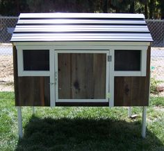When a person wishes to raise chickens, it's smart to make certain they construct a chicken coop that best suits their own requirements. Make sure you look for the best plans to make your own. Chicken Coop On Wheels, Portable Chicken Coop, Backyard Chicken Coops, Chicken Coop Plans, Building A Chicken Coop, Chickens Backyard, Quail Pen, Quail Coop, Pigeon House