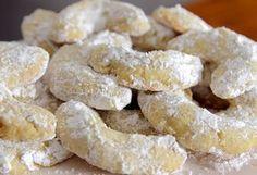 Μπισκότα+αμυγδάλου+με+βανίλια+(Video) Greek Sweets, Greek Desserts, Greek Recipes, Snack Recipes, Dessert Recipes, Cooking Recipes, Snacks, Mumbai Street Food, Biscotti Cookies