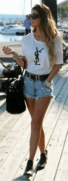 I love this casual outfit, I would wear this outfit to lunch at Ivy on the shore in Santa Monica, California. I like how she paired every garment together to pull off a casual, balanced look.