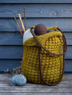 Hækl selv: Taske i boblemønster - ALT.dk Stitch Witchery, Create And Craft, Knitted Bags, Hobbies And Crafts, Crochet Clothes, Crochet Yarn, Love Crochet, Lalylala, Fabric Bags