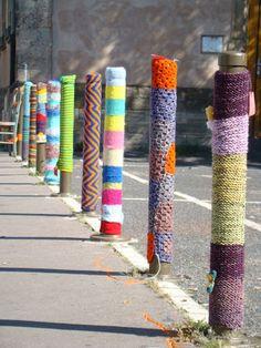 Yarnbombing  à Strasbourg : mettre de la couleur et de la poésie dans l'environnement urbain, on aime !