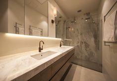 Elba Marble Elba, Bathroom Inspiration, Natural Stones, Bathroom Lighting, Bathrooms, Marble, Porcelain, Mirror, Projects
