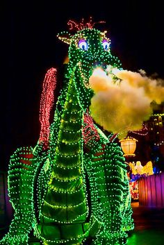 Disneyland Aug 2009 - Disneys Electrical Parade by PeterPanFan, via Flickr