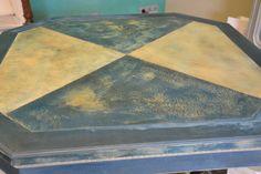 Hand painted in Annie Sloane Chalk paint, Aubusson, Country Grey, Aubusson+Greek Blue+Paris Grey, Dark and clear Wax  Der Tisch ist handgemachte gestrichen Unikate und unterscheiden sich in Farbe ( Aubusson, Country Grey, Aubusson+Paris Grey+ Greek blue ) und Design voneinander.