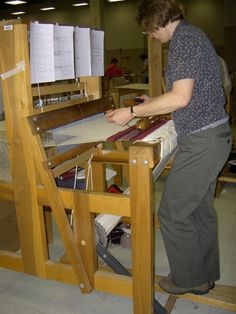 Walking loom Weaving Looms, Weaving Textiles, Weaving Patterns, Hand Weaving, Spinning Wool, Spinning Wheels, Crafty Fox, Weaving Projects, Textile Art