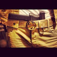 El Chino antrax con un cinturón marca Gucci