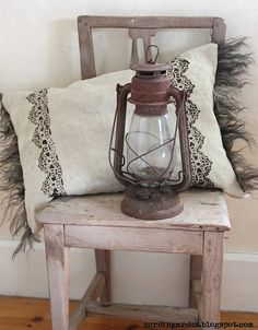 I love this idea: cushion and endings decorated with lamb fur, lace printing !