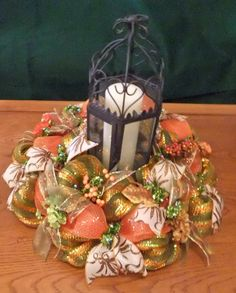 how to make a deco mesh centerpiece wreath and fall table ration mesh deco mesh pumpkin centerpiece Diy Fall Wreath, Wreath Crafts, Fall Wreaths, Halloween Wreaths, Wreath Ideas, Fall Table Centerpieces, Centerpiece Decorations, Fall Deco Mesh, Deco Mesh Wreaths