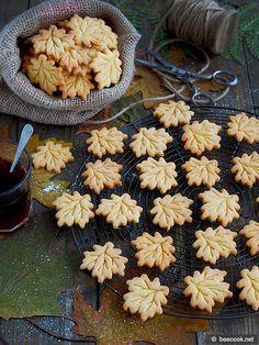 Простой рецепт приготовления вкусного хрустящего медового печенья.