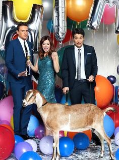 How I Met You Mother in Entertainment Weekly September 2011 / Jason Segel, Alyson Hannigan and Josh Radnor Disney Movies To Watch, Best Disney Movies, Cbs Tv Shows, Movies And Tv Shows, Marshall And Lily, Thats 70 Show, Ted Mosby, Mother Photos, Yellow Umbrella