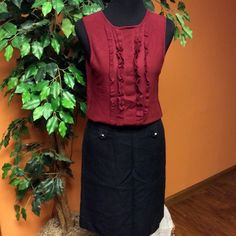 🌸ANN TAYLOR BLACK SKIRT🌸 Beautiful skirt with a side zip and buttons on the front.. Gently used Ann Taylor Skirts