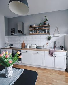 Inspiration // Jennifer Paro Inspiration // Jennifer Paro Kitchen Inspiration // Jennifer Paro The Perfect Scandinavian Style Home Inspiration cuisine - Oleotico ( Rustic Country Kitchens, Modern Farmhouse Kitchens, Farmhouse Kitchen Decor, Home Decor Kitchen, Interior Design Kitchen, New Kitchen, Home Kitchens, Interior Plants, Interior Ideas