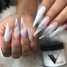 Don't Miss The New Trend Of Stiletto Nails Ideas Fashion In The Spring Of 2020 - Keep creating beauty and warm home, Find more happiness in daily life Clear Acrylic Nails, Clear Nails, Crystal Nails, Acrylic Nail Designs, Gel Nails, Nail Polish, Coffin Nails, Ongles Or Rose, Milky Nails
