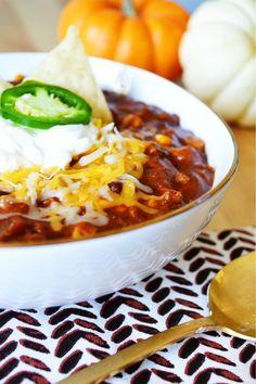 Easy upgraded 2 Alarm Chili ~ simple and delicious Texas Chili recipe Chili Recipes, Crockpot Recipes, Soup Recipes, Dinner Recipes, Cooking Recipes, I Love Food, Good Food, Yummy Food, Texas Chili