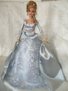 Poupée - Robe Dame d'antan Plus Barbie Style, Barbie Dream, Beautiful Barbie Dolls, Vintage Barbie Dolls, Barbie Gowns, Barbie Clothes, Barbie Fashion Royalty, Fashion Dolls, Barbie Patterns
