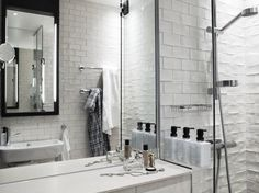 Restyling by Koncept per lo Scandic Grand Central di Stoccolma Bad Inspiration, Bathroom Inspiration, Bathroom Ideas, Interior Decorating Styles, Interior Design, Hotel Stockholm, Stockholm Sweden, Super Hotel, White Bathroom