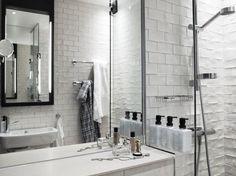 Scandic Grand Central Hotel Stockholm| badkamer hotel | handvorm tegel strak toegepast