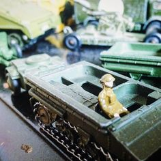 It's Sunday- here is this week's #sundaythrowback  something a little different today! A glimpse at my dad's military diecast collection #toypics #diecast #thelamleygroup #vintage #vintagetoys #lesney #matchbox #mbx #dinkytoys
