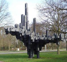Dit is een chronologische lijst van beelden in Den Haag-Noord. Onder een beeld wordt hier verstaan elk driedimensionaal kunstwerk in de openbare ruimte van de Nederlandse gemeente Den Haag, waarbij beeld wordt gebruikt als verzamelbegrip voor sculpturen, standbeelden, installaties, gedenktekens en overige beeldhouwwerken.