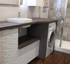 Intégrer à la fois le panier à linge et la machine à laver dans son meuble de salle de bain, c'est possible : découvrez notre réalisation !
