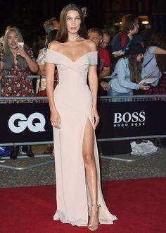 La modelo ha sido vuestra favorita del mes con un vestido en 'nude' y sandalias metalizadas.