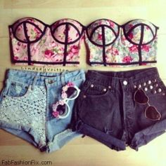 Love for denim shorts and floral bustier top Twin Outfits, Girly Outfits, Sexy Outfits, Cute Outfits, Fashion Outfits, Fashion Tips, Bustiers, Best Friend Outfits, Summer Outfits For Teens