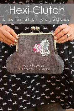 Free Bag Pattern and Tutorial - Hexi Clutch Clutch Tutorial, Frame Purse, Bag Patterns To Sew, Sewing Patterns, Sewing Tutorials, Bag Tutorials, Purses And Bags, Coin Purses, Little Bag