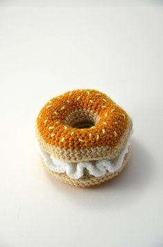 Bagel with Cream Cheese  Bun  Toy Food  Play by VliegendeHollander, #bagel #creamcheese #cheese #toyfood #playkitchen #kitchen #play #food #cute #crochet #pattern #crochetpattern #diy #amigurumi #crafting #tutorial #etsy #ravelry #craftsy #nursery #diygift #toys #toy #girls #boys #bread