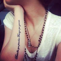 Arm Quotes Tattoo Idea for Women battle you lose, you gain strength. Bataille, vous perdez, vous gagnez LA force