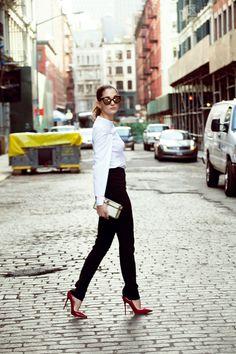 ¿NADA QUE PONERTE? Pocos looks son tan irresistibles y, a su vez, tan funcionales. Combina una camisa blanca y un pantalón negro con unos altísimos tacones como Sofía Sánchez Barrenechea en sus 7días/ 7looks.