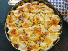 blue cheese and rutabaga gratin Diet Recipes, Cooking Recipes, Winter Treats, Cheese Potatoes, Potato Side Dishes, Blue Cheese, Tahini, Vegetable Recipes, Breakfast Recipes