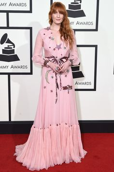 FLORENCE WELCH veste Gucci no tapete vermelho do grammy 2016
