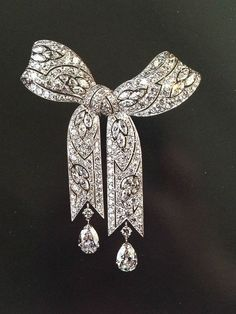 Liz Taylor's Belle Epoque diamond brooch from Gillot