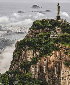 Cristo Redentor é uma estátua art déco que retrata Jesus Cristo, localizada no topo do morro do Corcovado, a 709 metros acima do nível do mar, no Parque Nacional da Tijuca, com vista para a maior parte da cidade do Rio de Janeiro, Brasil. Em 2007 foi eleito informalmente como uma das novas sete maravilhas do mundo. Em 2012 a UNESCO considerou o Cristo Redentor como parte da paisagem do Rio de Janeiro incluída na lista de Patrimônios da Humanidade.