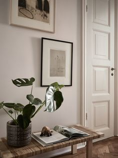 Small studio with a warm look - via Coco Lapine Design blog