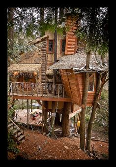 a friend's treehouse he built by hand with his 2 brothers. click through to flickr link - this is tree house porn at its finest