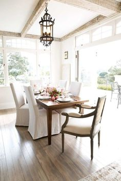 Dining Room Design Ideas and Color Scheme Ideas and Fixtures and Spacious layout Dining Room Design, Dining Area, Dining Rooms, Outdoor Dining, Indoor Outdoor, Interior Photo, Interior Design, Dining Room Inspiration, Country Decor