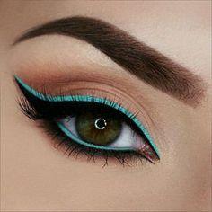 Maquillaje de ojos latinos.