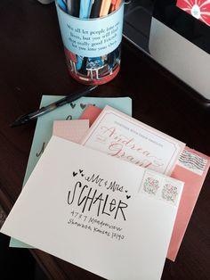 Hand Lettering Envelopes, Calligraphy Envelope, Envelope Art, Envelope Design, Calligraphy Letters, Addressing Envelopes, Modern Calligraphy, Pretty Letters, Lettering Styles