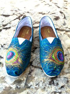 Made to Order Hand Painted TOMS Classic Canvas Shoes Peacock and Paisley I need these for my mom, Granny Boo Boo Hand Painted Toms, Painted Canvas Shoes, Fashion Now, Fashion Shoes, Womens Fashion, Runway Fashion, Fashion Trends, Peacock Shoes, Baskets