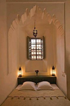 Bedroom: Mysterious White Moroccan Bedroom Designs With Old Table Lamp And  Classic Chandelier Ideas, Arabian Bedroom Decor, Moroccan Style Bedding