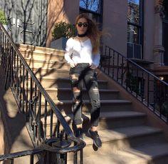 I luv Sundays ••  #kisterss #kisterss_sunglasses #blackwhite #brooklyn #nyc #sundayfunday