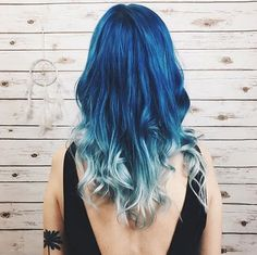 This blue ombré style is celestial + stunning.