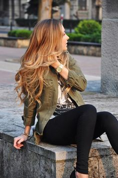 Her hair and outfit 😍 Fall into Line with Military Style Jackets Grey Balayage, Balayage On Red Hair, Blonde Bayalage, Copper Balayage, Military Fashion, Military Style, Fall Hair, Summer Hair, Gorgeous Hair